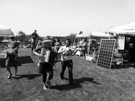 Energy musicians at energy fair